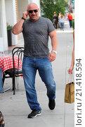 Купить «Jay Glazer goes shopping with a friend in Beverly Hills Featuring: Jay Glazer Where: Hollywood, California, United States When: 11 Sep 2015 Credit: WENN.com», фото № 21418594, снято 11 сентября 2015 г. (c) age Fotostock / Фотобанк Лори