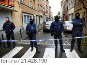 Купить «Belgium police carried out raids and house searches, but arrested no terrorists in muslim area Molenbeek in Brussels.», фото № 21428190, снято 16 ноября 2015 г. (c) age Fotostock / Фотобанк Лори