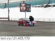 Купить «Разбитая иномарка после аварии на улице Хамовнический Вал», эксклюзивное фото № 21435170, снято 3 марта 2012 г. (c) Алёшина Оксана / Фотобанк Лори