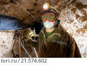 Проходчик в шахте золотоносного рудника. Редакционное фото, фотограф Mark Agnor / Фотобанк Лори
