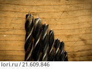 Купить «drill bits close up on wooden table», фото № 21609846, снято 17 июля 2019 г. (c) easy Fotostock / Фотобанк Лори