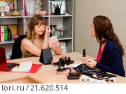 Купить «Client consultation on color shadows eyelids», фото № 21620514, снято 16 июля 2018 г. (c) easy Fotostock / Фотобанк Лори