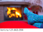 Купить «Feet in woollen blue socks by the fireplace.», фото № 21663394, снято 14 августа 2018 г. (c) PantherMedia / Фотобанк Лори
