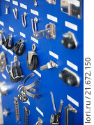 Купить «New cordage assortment on stand close up», фото № 21672150, снято 19 августа 2018 г. (c) Яков Филимонов / Фотобанк Лори