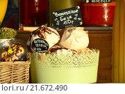 Купить «Пирожные в вазочке на прилавке кафе», эксклюзивное фото № 21672490, снято 21 августа 2015 г. (c) lana1501 / Фотобанк Лори