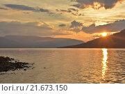 Купить «Путорана, закат на горном озере», фото № 21673150, снято 30 июля 2015 г. (c) Сергей Дрозд / Фотобанк Лори