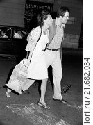 Купить «Italian director Bernardo Bertolucci having a walk with his wife Maria Paola Maino. Italy, May 1973», фото № 21682034, снято 21 октября 2018 г. (c) age Fotostock / Фотобанк Лори