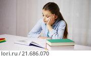 Купить «bored school girl reading book or textbook at home», видеоролик № 21686070, снято 13 декабря 2015 г. (c) Syda Productions / Фотобанк Лори