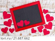 Рамка с красным сердцем и местом для текста. Стоковое фото, фотограф Татьяна Зарубо / Фотобанк Лори