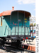 Купить «Пассажирский двухосный вагон с открытыми тамбурами», фото № 21688254, снято 1 августа 2012 г. (c) Алёшина Оксана / Фотобанк Лори