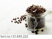Купить «Кофейные зерна в банке», фото № 21693222, снято 11 декабря 2015 г. (c) Наталия Кленова / Фотобанк Лори