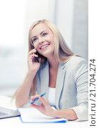 businesswoman with phone. Стоковое фото, фотограф Syda Productions / Фотобанк Лори