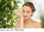 Купить «woman smelling perfume from wrist of her hand», фото № 21705422, снято 31 октября 2015 г. (c) Syda Productions / Фотобанк Лори