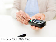Купить «senior woman with glucometer checking blood sugar», фото № 21706626, снято 10 июля 2015 г. (c) Syda Productions / Фотобанк Лори