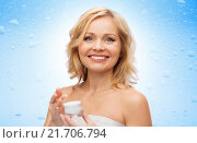Купить «happy middle aged woman with moisturizing cream», фото № 21706794, снято 27 ноября 2015 г. (c) Syda Productions / Фотобанк Лори