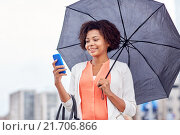 Купить «businesswoman with umbrella texting on smartphone», фото № 21706866, снято 8 июля 2015 г. (c) Syda Productions / Фотобанк Лори