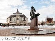 Купить «Город Тула. Памятник Никите Демидову на фоне музея оружия в зимним днём», эксклюзивное фото № 21708718, снято 4 февраля 2016 г. (c) Игорь Низов / Фотобанк Лори