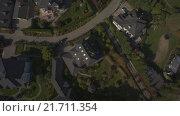 Купить «Коттеджный поселок на берегу водохранилища. Машина подъезжает к дому», видеоролик № 21711354, снято 21 марта 2019 г. (c) kinocopter / Фотобанк Лори