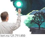 Мужчина рисует картину. Стоковое фото, фотограф Фомичёв Роман / Фотобанк Лори
