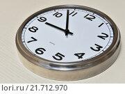 Настенные часы. Стоковое фото, фотограф Александр Палехов / Фотобанк Лори