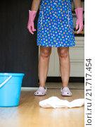 Купить «cleaning lady in the kitchen», фото № 21717454, снято 13 ноября 2019 г. (c) PantherMedia / Фотобанк Лори