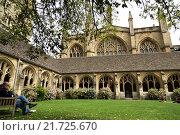 Oxford, United Kingdom, cloister of New College, Oxford University (2012 год). Редакционное фото, агентство Caro Photoagency / Фотобанк Лори