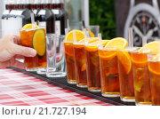 Купить «Berlin, Germany, Pimms in glasses», фото № 21727194, снято 27 июля 2014 г. (c) Caro Photoagency / Фотобанк Лори