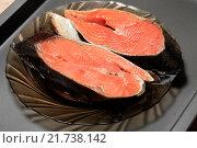 Купить «Сырые стейки из красной рыбы», эксклюзивное фото № 21738142, снято 2 февраля 2016 г. (c) Яна Королёва / Фотобанк Лори