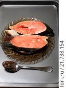 Купить «Сырые стейки из красной рыбы», эксклюзивное фото № 21738154, снято 2 февраля 2016 г. (c) Яна Королёва / Фотобанк Лори