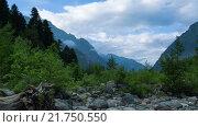 Купить «Облака над кавказскими горами в Домбае», видеоролик № 21750550, снято 16 июля 2015 г. (c) Анатолий Типляшин / Фотобанк Лори