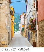 Купить «Old street in catalan town. Besalu», фото № 21750594, снято 22 июля 2019 г. (c) Яков Филимонов / Фотобанк Лори