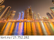 Купить «Dubai - JANUARY 10, 2015: Marina district on January 10 in UAE, Dubai. Marina district is popular residential area in Dubai», фото № 21752282, снято 10 января 2015 г. (c) Elnur / Фотобанк Лори