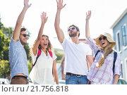 Hip friends raising hands. Стоковое фото, агентство Wavebreak Media / Фотобанк Лори