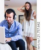 Купить «girl blaming boyfriend in visiting date sites», фото № 21757642, снято 18 июля 2019 г. (c) Яков Филимонов / Фотобанк Лори