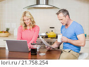 Mature couple eating breakfast. Стоковое фото, агентство Wavebreak Media / Фотобанк Лори
