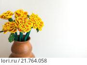 Купить «Цветы из бус в вазе на белом фоне», фото № 21764058, снято 7 февраля 2016 г. (c) Инга Макеева / Фотобанк Лори