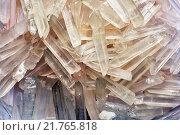 Купить «Натуральные кристаллы кварца в форме льда», фото № 21765818, снято 23 ноября 2015 г. (c) Стивен Жингель / Фотобанк Лори