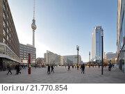 Купить «Berlin, Germany, the newly designed Alexanderplatz in Berlin-Mitte», фото № 21770854, снято 21 февраля 2011 г. (c) Caro Photoagency / Фотобанк Лори