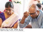Купить «Hindu man putting tilak», фото № 21791622, снято 18 марта 2019 г. (c) PantherMedia / Фотобанк Лори
