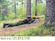 Купить «young soldier or hunter with gun in forest», фото № 21813118, снято 14 августа 2014 г. (c) Syda Productions / Фотобанк Лори