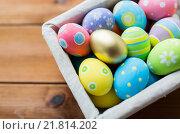 Купить «close up of colored easter eggs in basket», фото № 21814202, снято 27 января 2016 г. (c) Syda Productions / Фотобанк Лори