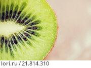 Купить «close up of ripe kiwi slice on table», фото № 21814310, снято 17 марта 2015 г. (c) Syda Productions / Фотобанк Лори
