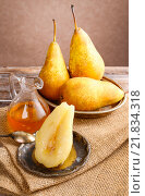 Купить «Pear with honey. Party dessert», фото № 21834318, снято 21 сентября 2018 г. (c) BE&W Photo / Фотобанк Лори