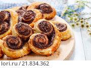 Купить «Palmier biscuits - french cookies made of puff pastry and chocolate», фото № 21834362, снято 22 октября 2018 г. (c) BE&W Photo / Фотобанк Лори