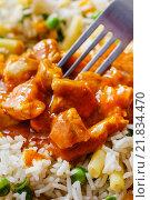 Купить «Chicken curry with basmati rice and green peas, dish popular in India.», фото № 21834470, снято 16 декабря 2019 г. (c) BE&W Photo / Фотобанк Лори