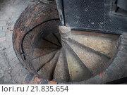 Старая винтовая лестница. Стоковое фото, фотограф Дмитрий Загурский / Фотобанк Лори