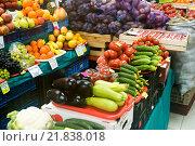 Купить «Fruits and vegetables on counter agrarian market», фото № 21838018, снято 24 января 2016 г. (c) Володина Ольга / Фотобанк Лори
