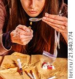 Купить «Girl addict with heroin spoon and lighter.», фото № 21840774, снято 1 октября 2015 г. (c) Gennadiy Poznyakov / Фотобанк Лори