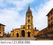 Cathedral of San Salvador in summer. Oviedo (2015 год). Редакционное фото, фотограф Яков Филимонов / Фотобанк Лори