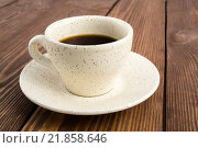 Чашка с кофе на деревянном столе. Стоковое фото, фотограф Максим Алакин / Фотобанк Лори